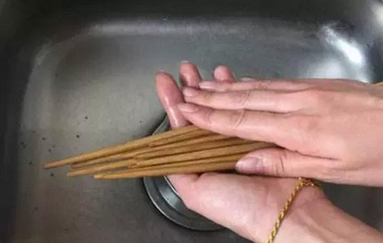 Thói quen rửa đũa sai lầm 90% mọi người mắc