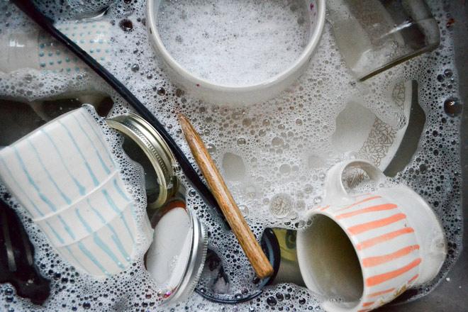 Thói quen rửa bát đũa sai lầm