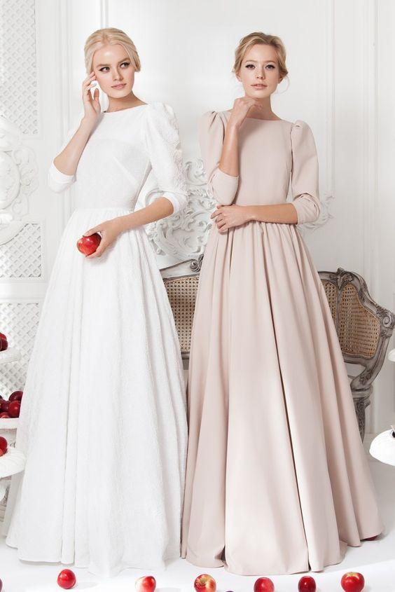 Платье «Ваниль» белое— 24 990 рублей, Платье «Леди Ди» беж — 24 990 рублей