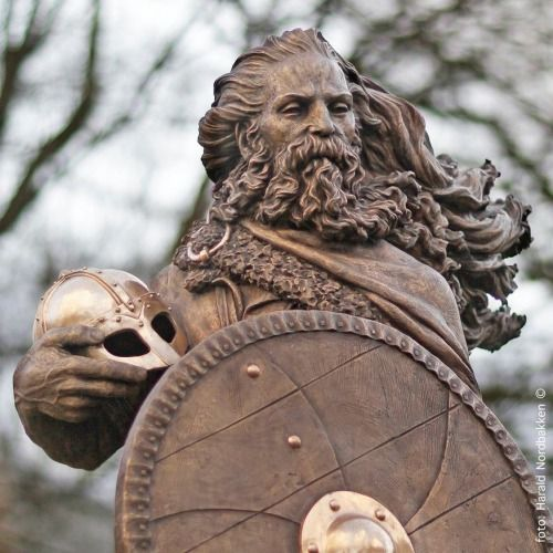 Harald HÃ¥rfagre sculpture by Frode Mikal Lillesund