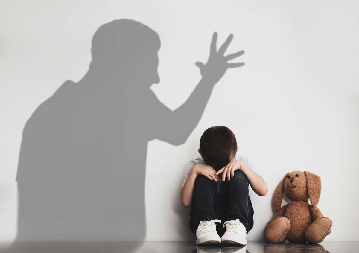 https://i0.wp.com/dialoguemos.ec/wp-content/uploads/2020/11/maltrato-infantil-1.jpg?fit=1200%2C846&ssl=1