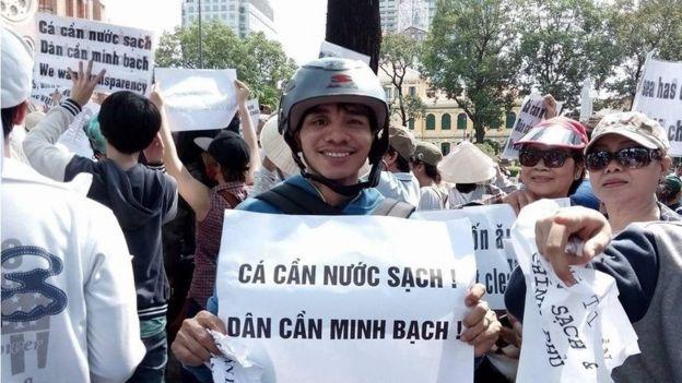 Nguyễn Ngọc Ánh trong một lần đi biểu tình phản đối Formosa ở TP HCM