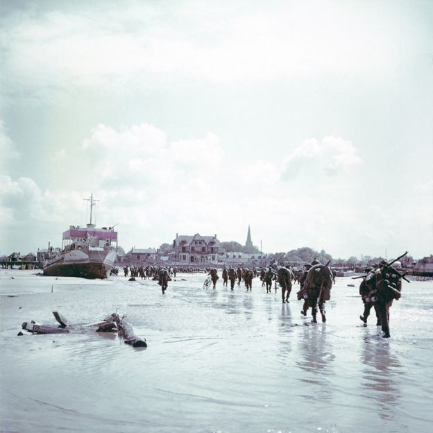 Canadian troops walk ashore at Bernières-sur-Mer