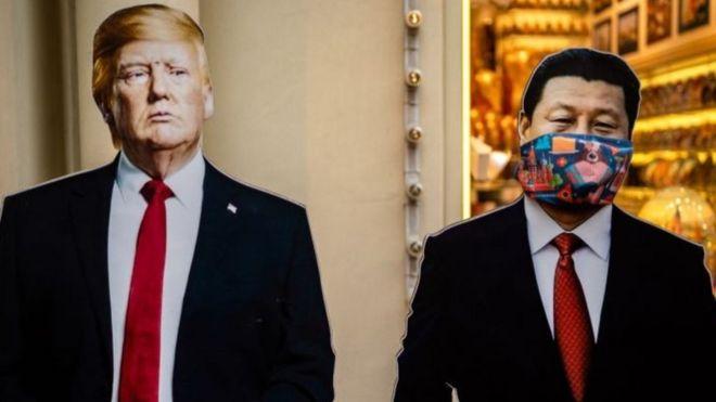 Hình ảnh hai lãnh đạo Mỹ - Trung tại một cửa hàng lưu niệm Moscow, ngày 3/6