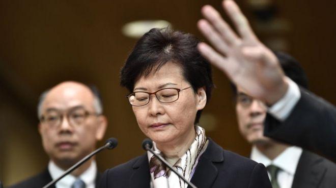 Nếu đề xuất của phe ủng hộ dân chủ được thông qua, một ủy ban điều tra độc lập sẽ được thành lập để xem xét các cáo buộc đối với bà
