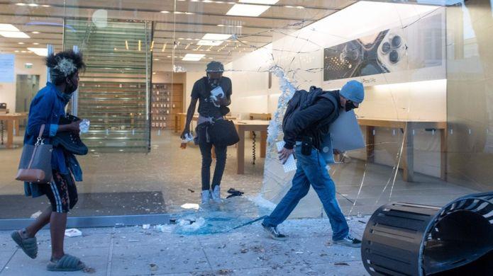 Một cửa hàng Apple tại Los Angeles bị cướp