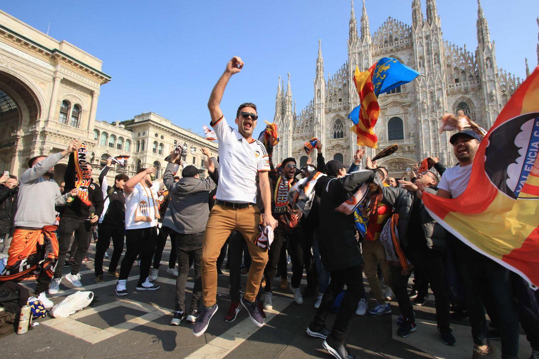 Unos 2.500 aficionados valencianistas acudieron al partido de fútbol Atalanta-Valencia el 19 de febrero, en Milán.