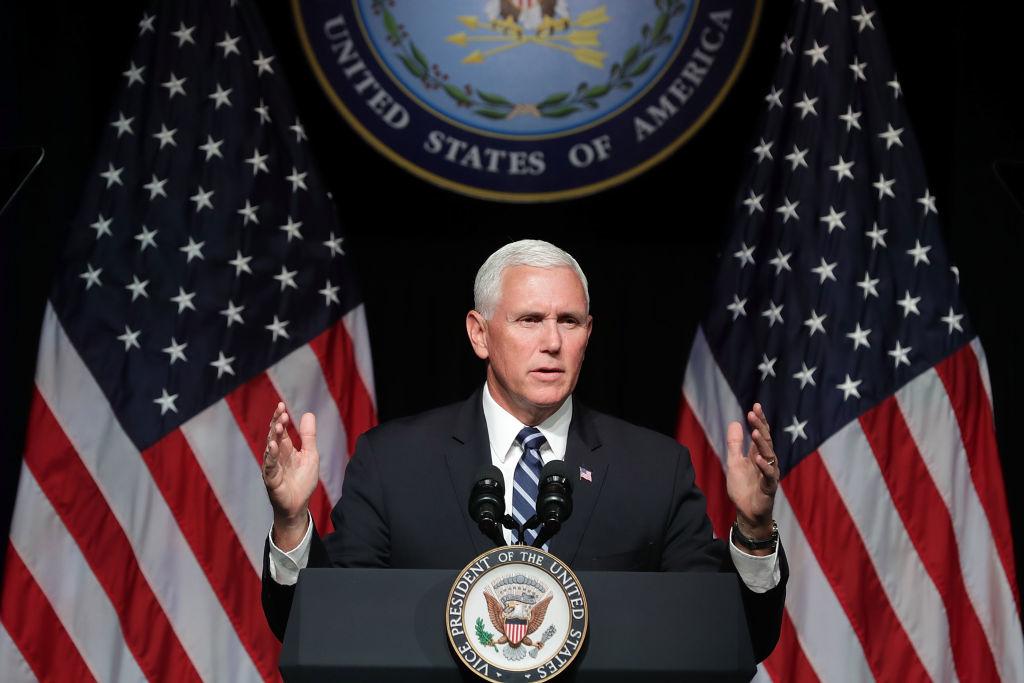 Phó Tổng thống Pence đã không ngần ngại đề cập thẳng đến các hoạt động của Trung Quốc, ảnh hưởng trực tiếp đến kinh tế, chính trị của nước Mỹ, cũng như âm mưu thao túng và bành trướng thế lực của Đảng Cộng sản Trung Quốc (ĐCSTQ). (Ảnh: Getty)