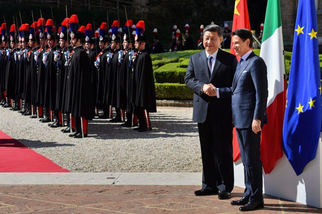 Vào ngày 23/3/2019, chính phủ Ý đã tiếp đón Chủ tịch Trung Quốc Tập Cận Bình với nghi thức hoàng gia, đi đến ký thỏa thuận hợp tác 'Vành đai và Con đường'. (Ảnh: Getty)