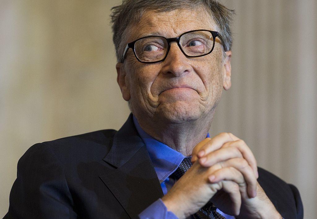 """Không chỉ can thiệp vào chính sách của WHO, giờ đây tỷ phú Bill Gates còn có """"chút quá phận"""" khi lên tiếng thay chính quyền Tổng thống Trump yêu cầu ban bố lệnh phong tỏa nước Mỹ."""