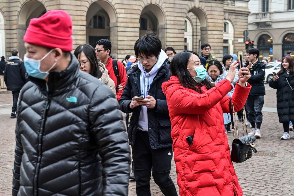Ngày 30/1, ca nhiễm virus viêm phổi Vũ Hán đầu tiên được phát hiện ở Ý là hai vợ chồng khách du lịch từ Vũ Hán. Vẫn còn một lượng lớn khách du lịch Trung Quốc trên đường phố Milan vào ngày 01/02. (Ảnh: Getty)