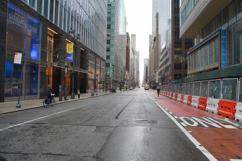 Chuyện thế này chưa từng xảy ra. Nó giống như cảnh tượng trong một bộ phim thảm khốc - đường phố trống trơn, mọi thứ đóng cửa.