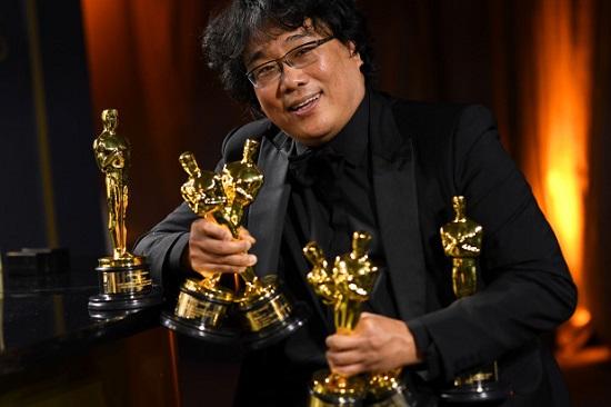 فيلم الطفيلي يكتسح حفل توزيع جوائز الأوسكار