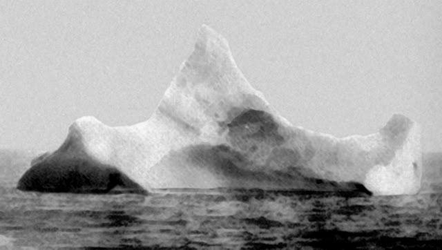 Айсберг из-за которого затонул Титаник