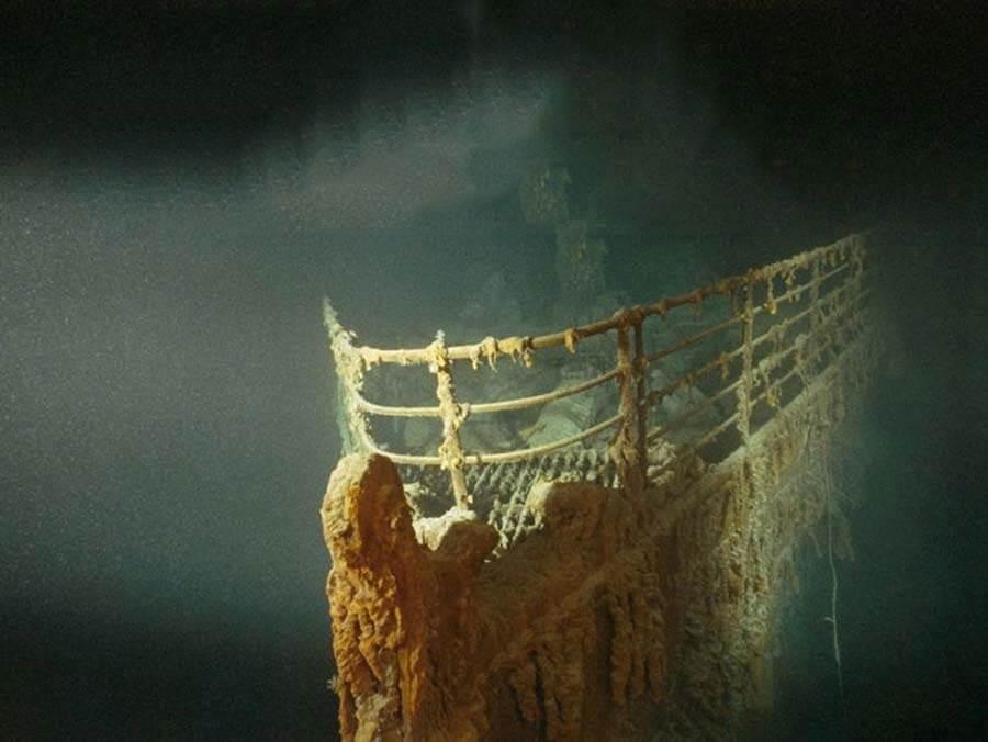 Нос корабля Титаник на дне океана