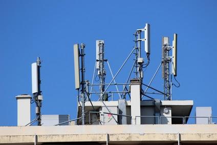 http://www.green-law-avocat.fr/wp-content/uploads/2014/05/antenne-toiture-immeuble.jpg