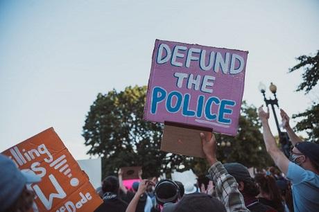 Desfinanciar la policía: impacto y propósito