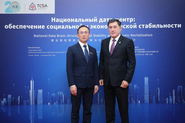 Sekretaris Jenderal SCO Vladimir Norov (Kanan); Chairman, TCSA, Adkins Zheng (Kiri)