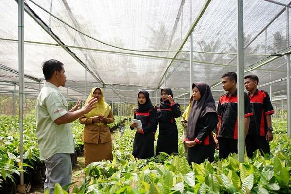 Program pelatihan bertujuan untuk membantu para petani agar mereka dapat menjadikan usaha kecilnya lebih profesional dan meningkatkan mata pencahariannya.