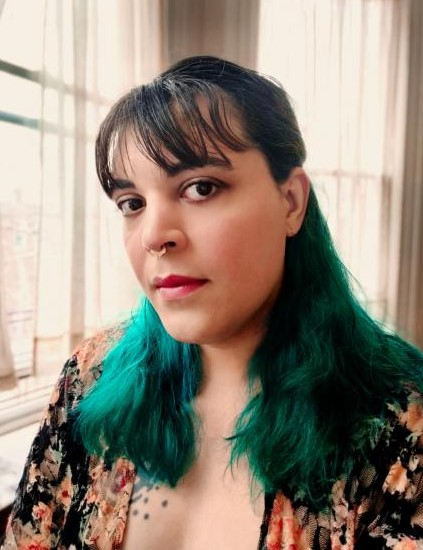 A person with green hair Description automatically generated with medium confidence