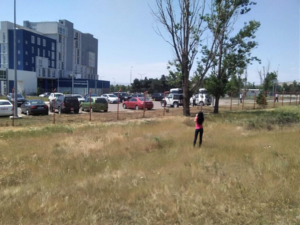 L'agent de sécurité du Centre Lugar  m'avertit de rester où je suis et de ne pas bouger. Cependant, je m'enfuis. (©Asya Ivanova)