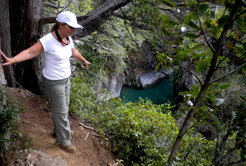 La sénatrice Magdalena Odarda parcourt la route accessible au public vers Lago Escondido
