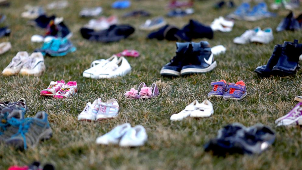 7,000 children's shoes laid out on Capitol lawn to honor lives ...