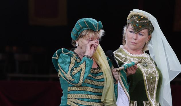 Annie Cordy mise à l'honneur lors de l'Ommegang: elle ne peut retenir ses larmes (photos)