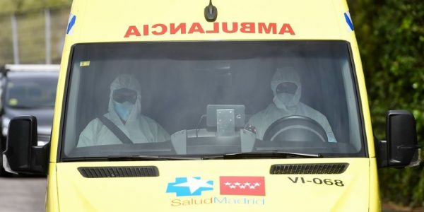 Espagne : des ambulances transportant des personnes âgées contaminées caillassées par des jeunes, des engins explosifs artisanaux lancés sur la police
