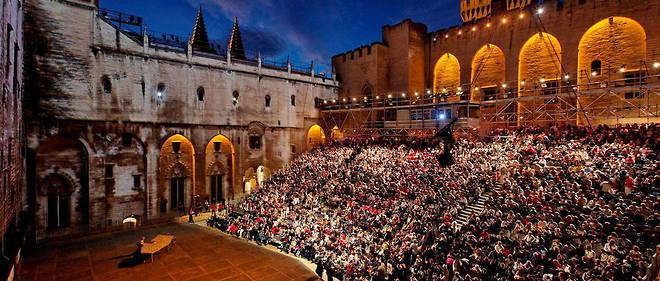 Les organisateurs du Festival d'Avignon ont annonce que la 75e edition de cette manifestation debuterait le 5 juillet.