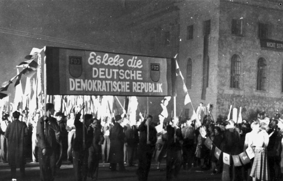 Berlin, Fackelzug zur Gründung der DDR