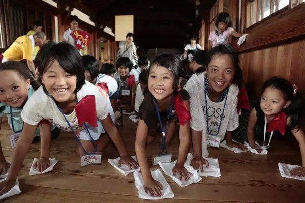 """Học sinh tiểu học và cấp hai ở Nhật có một môn học bắt buộc có tên là """"Kỹ năng lao động""""."""