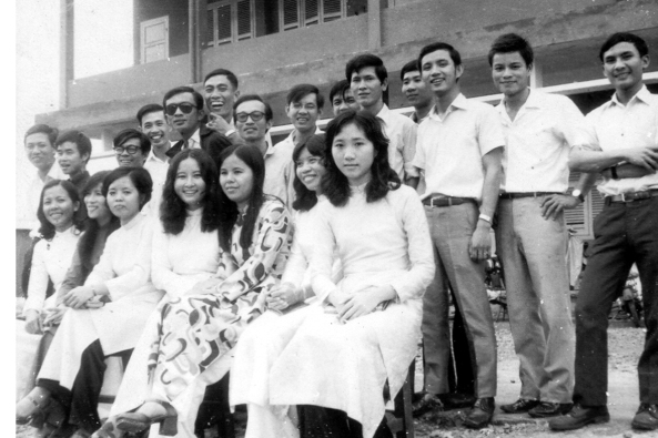 Đội ngũ giáo sư trẻ nhiệt tình vừa tốt nghiệp Đại Học Sư Phạm Sài Gòn