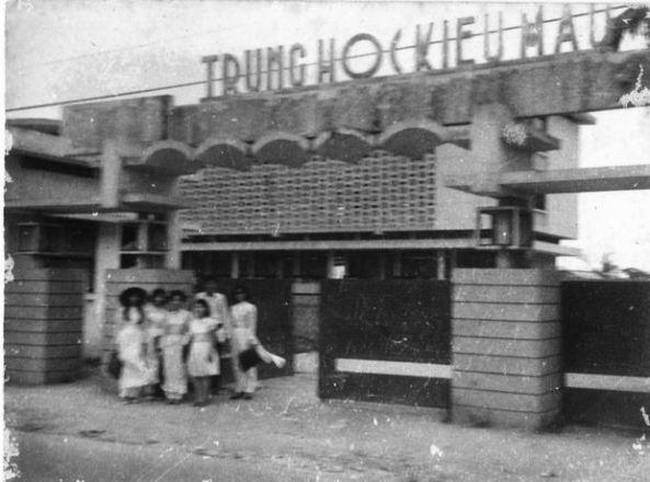 Cổng trường Trung Học Kiểu Mẫu Huế 1964-1975