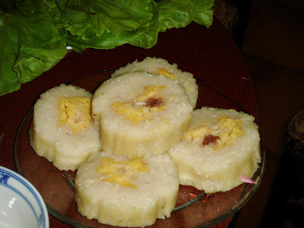 https://upload.wikimedia.org/wikipedia/commons/f/f6/Banhtet.jpg