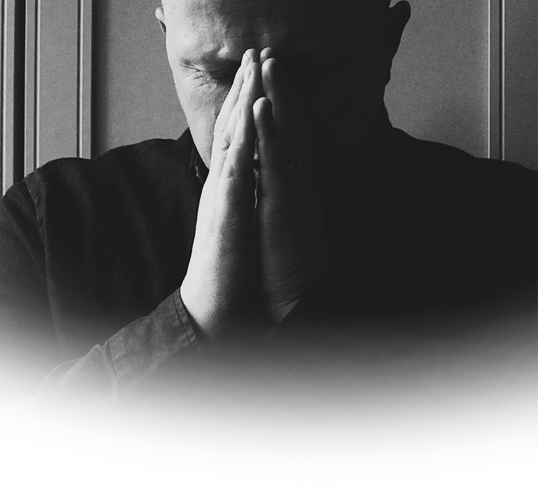 一个人在祷告