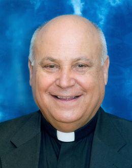 Foto: La trepidante vida del cura Don Silverio, el confesor áulico del ministro del Interior