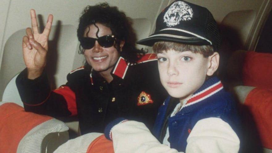 Michael Jackson y James Safechuck, una de sus supuestas víctimas