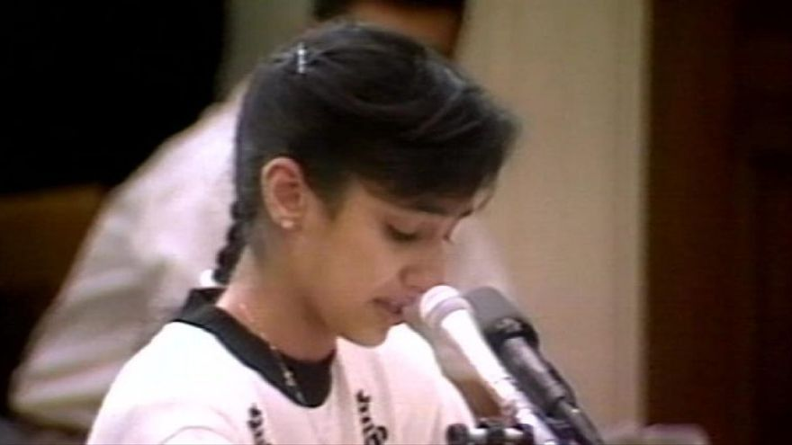 Nayirah al Sabah durante su discurso en el Congreso.