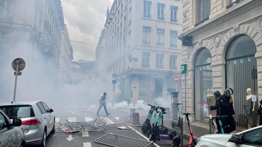 Lyon : la manifestation anti-vaccin et pass sanitaire obligatoire dérape en centre-ville