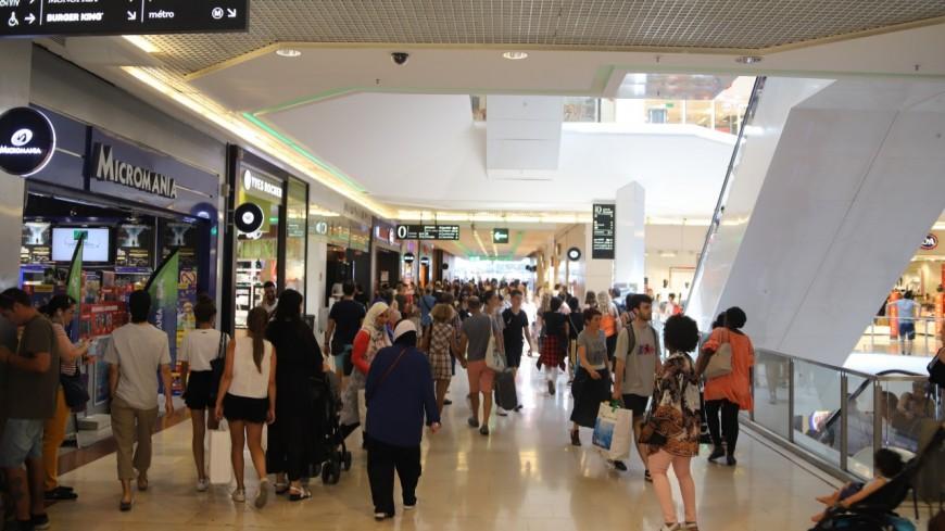 """Pass sanitaire : une """"mesure discriminante"""", le centre commercial de la Part-Dieu à Lyon prêt à désobéir ?"""