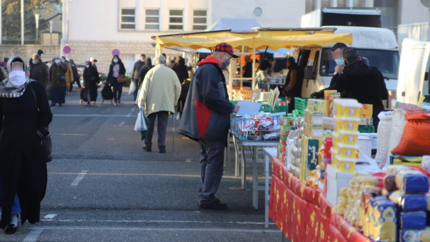 Près de Lyon : un vendeur du marché réclame son dû à une mère, il est tabassé par son fils