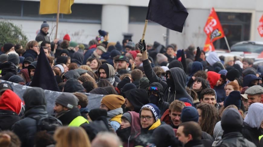 Une manifestation contre l'extrême droite le 23 octobre à Lyon : Jean-Luc Mélenchon, Sandrine Rousseau et Taha Bouhafs signent l'appel