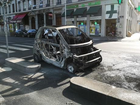 Une épave à Lyon ce lundi matin - LyonMag