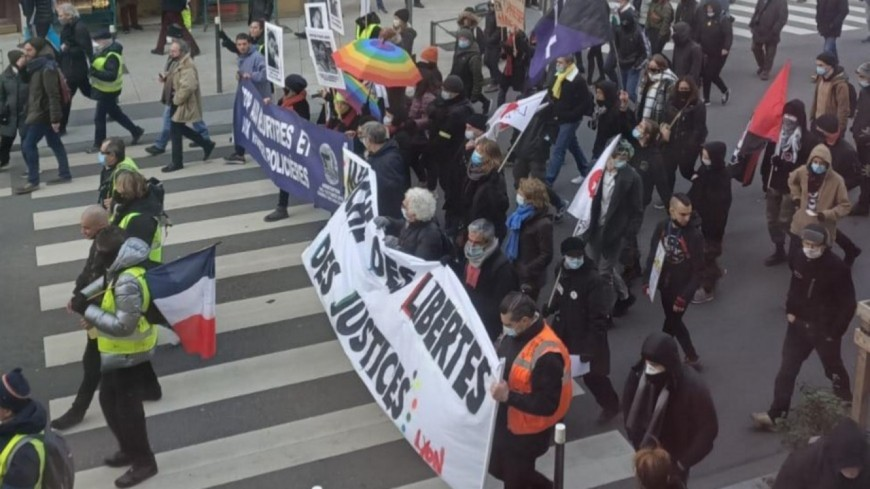 """Environ 1000 personnes à Lyon pour la """"Marche des libertés"""""""
