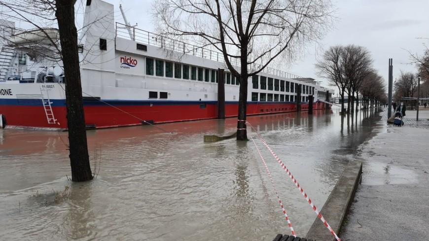 Lyon : les berges du Rhône sous l'eau