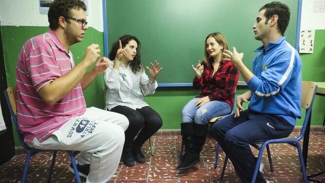 Antonio Sepúlveda, Oumaima Erajai, Irene García y Luis Miguel Cordón, cuatro alumnos sordos.