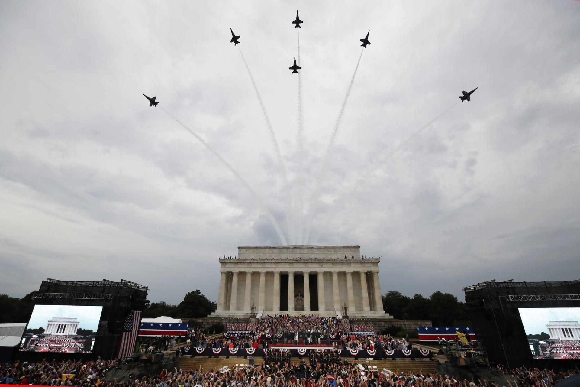 Hình ảnh người Mỹ khắp nơi đón Lễ Độc Lập