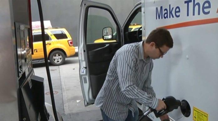 Giá xăng ở California có thể tăng mạnh trong những ngày tới