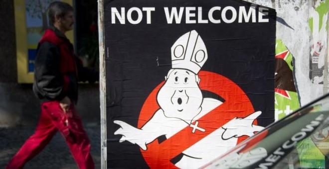 Fotografía de archivo de septiembre de 2011 de una protesta contra los abusos y la visita del Papa a Berlín. - AFP
